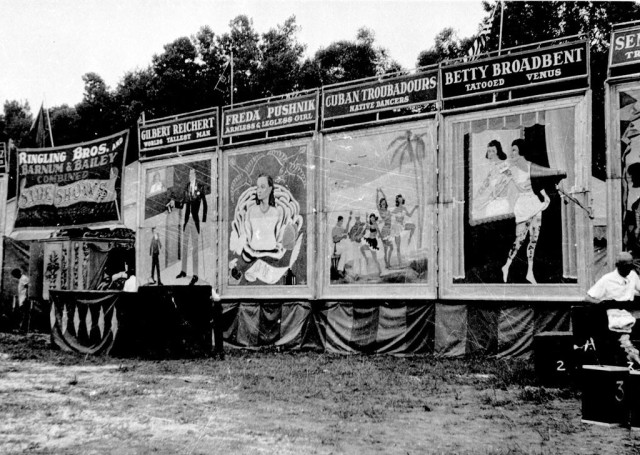 1954. Ringling Brothers Circus - Side Show