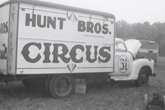 circus hunt bros 6